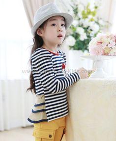 เสื้อแขนยาวเด็กเกาหลีแต่งระบายหลัง 100 110 120 130 140 ~ 259.00 บาท >>