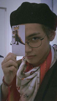 taehyung dino prince,, who in the back tho? Bts Taehyung, Bts Bangtan Boy, Foto Bts, Bts Photo, Daegu, K Pop, Fondation Louis Vuitton, Jean Michel Basquiat, Andy Warhol
