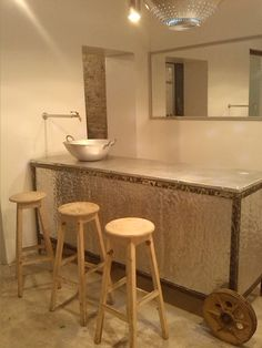 Cidade 32 restaurant and gallery interior design by Federica Di Donato: bar kitchen at sight