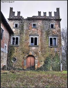Abandoned castle | Flickr - Photo Sharing! by NiqueGata