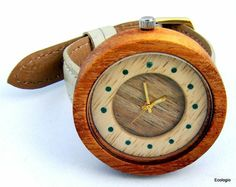Relógio de madeira reaproveitada, feito á mão. - ECOLOGIO, Relógio de madeira nobre reutilizada, feito à mão. Uma arte sustentável em seu pulso.
