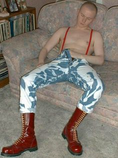 Skinhead Men, Skinhead Boots, Skinhead Fashion, Mens Fashion, Skinhead Style, Fashion Edgy, Pregnant Man, Punk Guys, Latex Men