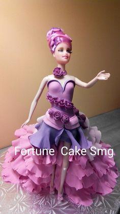 Fondant walking barbie cake Decoration #fondantcreation #fondantcake #icingcake #barbiecake #barbiefondantcake #walkingbarbie