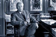 Carl Gustav Jung ha dedicato la propria vita allo studio della psicologia e dell'antropologia. E' il padre della psicologia analitica o psicologia del profondo. Si occupò della storia del singolo individuo interessandosi sempre più alla collettività umana e distaccandosi da Freud, di cui all'inizio aveva seguito gli insegnamenti, nel 1913. Secondo Jung, oltre all'inconscio individuale, … Sigmund Freud, Carl Jung, Anima E Animus, Infp, Introvert, Mbti, Nikola Tesla, John Von Neumann, Yousuf Karsh
