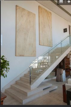 Like the base of these stairs. This person is an amazing architect and designer. ana maria vieira santos arquitetura e design de interiores Staircase Railings, Staircase Design, Stairways, Contemporary Interior Design, Interior Design Kitchen, Stair Detail, Stair Decor, Modern Stairs, Interior Stairs