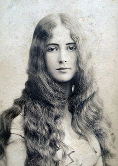 Traveling through history of Photography...Cléo de Mérode, by Charles Reutlinger, ca.1895.