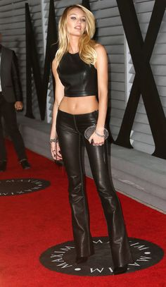 Candice Swanepoel in low waisted black Leather Pants paired with a sexy Leather Top Candice Swanepoel Style, Black Leather Pants, Leather Tops, Black Leather Dresses, Leather Trousers, Leather Jackets, Leder Outfits, Loose Hairstyles, Celebrity Outfits