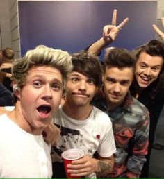 in which two singers become more than friends ━ harry styles x loui… # Fanfictie # amreading # books # wattpad One Direction Selfie, Four One Direction, One Direction Images, One Direction Humor, 0ne Direction, Direction Quotes, Niall Horan, Zayn, Liam Payne