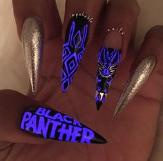 Black Panther nail art in neon purple, black, and silver. The Black Panther movie inspired tons of people to play with fashion, makeup, and nails inspired by the movie. Click above to see 15 other Black Panther manicures. #BlackPanther #BlackPanthernailart #Marvel