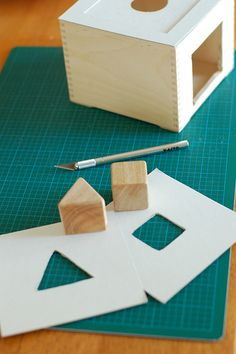 Making a object permanence box with interchangeable lids I used a wooden CD box found at my local craft store (in the painting section)- I removed the hinge lid to keep just the base of the box. I thought about using the cover to make a drawer, but I jus… Diy Montessori Toys, Montessori Education, Montessori Toddler, Montessori Materials, Baby Education, Toddler Preschool, History Education, Teaching History, Activities For 1 Year Olds