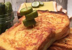 Pain perdu salé ! délicieux à toute heure de la journée Ingrédients 6 tranches de pain de mie brioché 12 tranches d'Édam 3 steacks hachés 4 œufs 20 cl de crème liquide 5 cl de lait 1 c. à s. de poivre 1 c. à s. d'ail en poudre 1 noisette de beurre Cornichons Recette Placer 2 tranches d'Édam sur la moitié des tranches de pain. Cuire les steaks hachés à la poêle et les placer sur le fromage. Recouvrir chaque steak avec 2 autres tranches d'Édam. Refermer les sandwichs avec les tranches de...