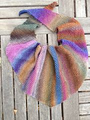 Ravelry: Seed Stitch Triangular Kerchief (Baktus) pattern by Elaine Phillips
