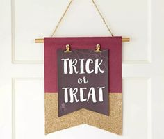 Welcome guests and family to your home this Fall in style! Bring new life to your entryway and learn how to make a DIY Fall door banner with Fiskars!