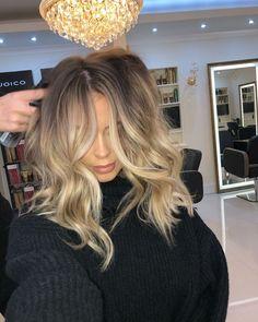 natural hair color natural hair color Source by jodyf Love Hair, Great Hair, Gorgeous Hair, Balayage Hair Blonde, Brown Blonde Hair, Queen Hair, Grunge Hair, Hair Looks, Hair Trends