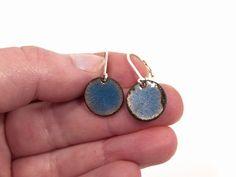 Ohrringe Kupfer Emaille kornblumenblau von Emaillekönigin- handgefertigter Schmuck aus Feueremail auf DaWanda.com