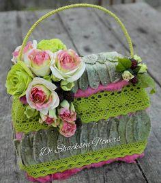 Floral purse Design Floral, Deco Floral, Arte Floral, Floral Bags, Floral Purses, Fleur Design, Flower Bag, Floral Fashion, Ikebana