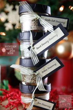 Whip up these Homemade Savory Spice Mixes for your favorite home cook for the holidays! Visit our 100 Days of Homemade Holiday Inspiration for more recipes, decorating ideas, crafts, homemade gift ideas and much more! Homemade Spices, Homemade Seasonings, Homemade Gifts, Diy Gifts, Homemade Food, Diy Food, Spice Blends, Spice Mixes, Spice Jars