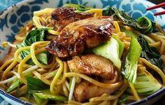 Kip Teriyaki met Mie is een heerlijk oosters gerecht dat gezond is en binnen enkele minuten op tafel staat!