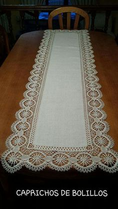 This Pin was discovered by Muy Crochet Tablecloth, Crochet Doilies, Crochet Lace, Crochet Boarders, Crochet Blocks, Crochet Home Decor, Crochet Crafts, Lace Patterns, Crochet Patterns