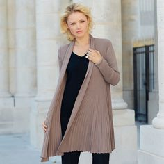 Must-Have: Strickjacke in Taupe von Passioni