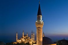 Sultanahmet Mosque, with the minaret of Small Mosque in the foreground.