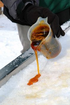 Pouring the Maple Taffy Maple Syrup On Snow, Maple Syrup Taps, Pure Maple Syrup, Quebec Montreal, Quebec City, Canada 150, Recipe Boards, Specialty Cakes, Vermont