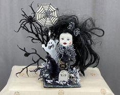 Scary Halloween Decorations, Halloween Displays, Halloween Ornaments, Halloween Trees, Halloween Crafts, Halloween Centerpieces, Halloween Designs, Table Centerpieces, Halloween Witch Hat