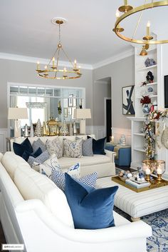 Christmas living room with white sofas and beautiful blue chinoiserie pillows. Blue Living Room Decor, Living Room White, Living Room Modern, Living Room Sofa, Living Room Designs, White Sofas, White Sectional, French Country Living Room, Christmas Living Rooms