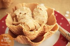 Helado de turrón blando Snack Recipes, Snacks, Buffet, Food And Drink, Ice Cream, Chips, Sweets, Desserts, Mousse