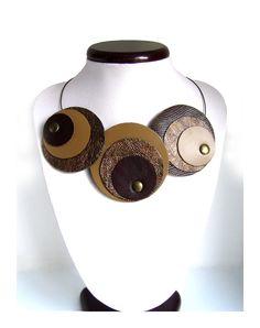 Collana girocollo in pelle marrone scuro, ecrù e bronzo - collier en cuir brun foncé, bronze et écru : Collane di retrobottega