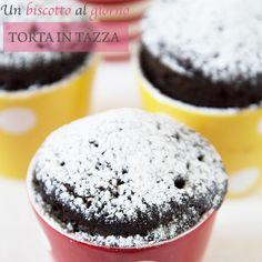 Cosa si fa se non si ha a disposizione un forno ma si ha una voglia irresistibile di torta? Si prepara la torta in tazza al microonde! È facile? Di…