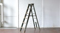 deocrative ladders and shelves for weddings and events. Available for rent on Goodshuffle.com. Book event decor and furniture online! |   6' Green Wooden Ladder