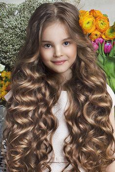 wow, that beautiful hair! Beautiful Little Girls, Beautiful Long Hair, Cute Little Girls, Beautiful Children, Gorgeous Hair, Beautiful Eyes, Beautiful Babies, Cute Baby Girl Pictures, Cute Young Girl