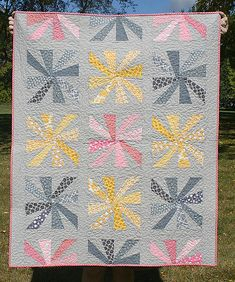 Cartwheels quilt by freshlypieced, via Flickr