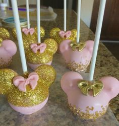 Pink and Gold Minnie Mouse cakepops Minnie Mouse First Birthday, Minnie Mouse Theme, Minnie Mouse Baby Shower, Pink Minnie, Girl First Birthday, First Birthday Parties, Mickey Birthday, Mickey Mouse, Birthday Ideas