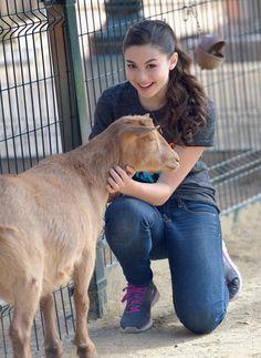 Kira Kosarin Photos: Nickelodeon Get Dirty Earth Day at LA Zoo