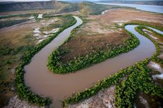 Estuary curves. Estuary west of Bullo River (near Victoria River junction), Northern Territory;   Photo Credit: Colin Roberts