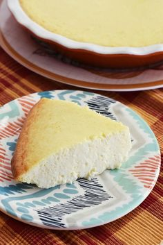 Crustless Cheescake Made in a Pie Dish - A light and airy cheesecake that has no crust. Made in a pie dish, it is the perfect sized cheesecake dessert. Brownie Desserts, Oreo Dessert, Mini Desserts, Low Carb Desserts, Easy Cream Cheese Desserts, Recipes Using Cream Cheese, Plated Desserts, Crustless Cheesecake Recipe, Easy Cheesecake Recipes