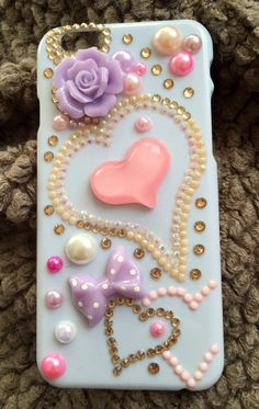 Beautiful white sheath decorated in 3D with hearts, roses and ties, accompanied by game pearls and rhinestones.  Each case that we made with