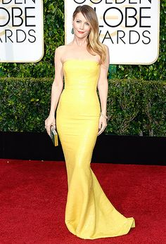 Leslie Mann = Love her !! Mann brought a little sunshine to the carpet in a lemon Kaufmanfranco dress, which she coupled with emerald accessories.