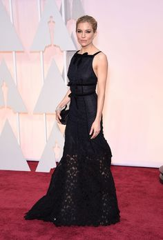 Sienna Miller en Oscar de la Renta http://www.vogue.fr/mode/inspirations/diaporama/les-oscars-2015/19224