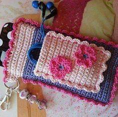 Free Crochet Bag Patterns Part 14 - Beautiful Crochet Patterns and Knitting Patterns Crochet Phone Cover, Free Crochet Bag, Crochet Pouch, Crochet Gifts, Love Crochet, Beautiful Crochet, Diy Crochet, Crochet Mobile, Accessoires Iphone