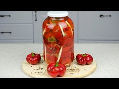 Pickled pimento peppers - Gogosari in otet Pickels, Romanian Food, Romanian Recipes, Preserves, Conservation, Food To Make, Cooking Recipes, Stuffed Peppers, Canning