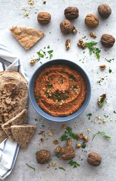 Muhammara (red pepper and walnut dip) - Muhammara is a spicy Syrian red pepper and walnut dip. It's so tasty and is ready in less than 5 minutes, you just need to blend all the ingredients! Spicy Recipes, Veggie Recipes, Cooking Recipes, Healthy Recipes, Bon Ap, C'est Bon, Tapas, Pesto, A Food