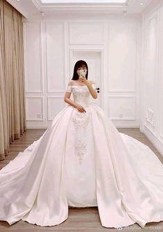 Wedding Dress Backs, Wedding Dress With Veil, Custom Wedding Dress, Wedding Dress Styles, Wedding Party Dresses, White Bridal Dresses, Bridal Gowns, Quinceanera Dresses, Prom Dresses