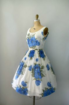 A gorgeous blue floral vintage dress! [floral, poofy skirt]