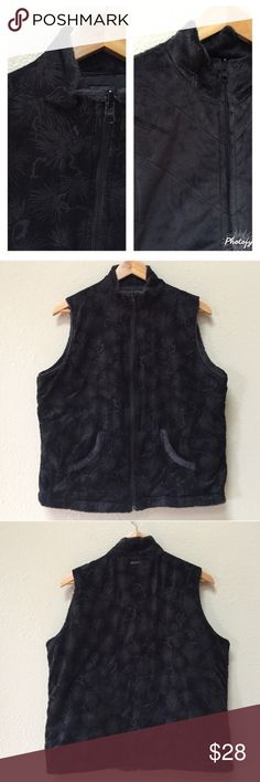 """Reversible Columbia black zipper front vest Two styles, one vest. This Columbia black reversible vest is in excellent condition, no holes or stains. Size XL. Approximate length from shoulder is 25"""" and approximate chest measurement is 23"""". Both sides have front pockets. Columbia Jackets & Coats Vests"""