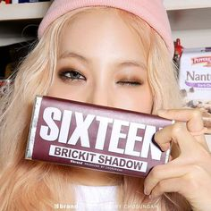 16 brickit shadow SG04 BROWN🍫✨✨ _ #16 #sixteen #16brand #pink #lovely #model #chocolate #brickit #pearl #shadow #brown #eye #makeup #shining #bling #kbeauty #instabeauty #식스틴 #16브랜드 #메이크업 #브라운 #펄브라운 #초콜렛 #아이섀도우 #브릭킷섀도우 #습식섀도우 #블링블링 #얼짱 #인스타뷰티