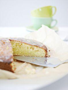 schneller und fluffiger Zitronenkuchen - leichtes Rezept! http://www.lulusstern.com/2016/06/Rezept-einfacher-Zitronenkuchen.html #lemoncake #backen