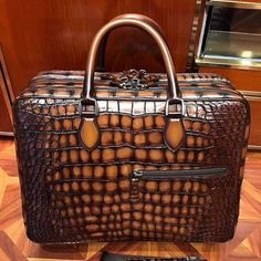 This alligator briefcase is handmade by professional craftsmen. Can be used as lawyers briefcase, shoulder bag, laptop bag, or hand carry functional briefcase. The classic design is perfect for businessmen. Briefcase Women, Leather Briefcase, Vintage Suitcases, 17 Laptop, Laptop Bags, Fashion Bags, Fashion Women, Handbag Patterns, Luxury Bags